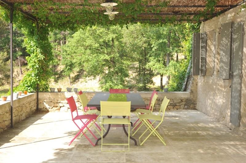 Luberon, à proximité des villages perchés de Bonnieux et Ménerbes, en vente, ancienne ferme restaurée avec soin sur plus de 4,5 hectares