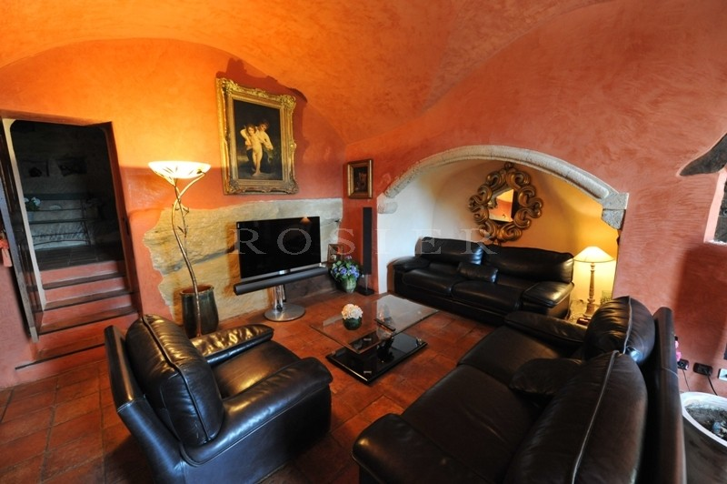 A vendre en sud Luberon, à proximité de Cucuron et Lourmarin, à 30 minutes d'Aix en Provence, propriété exceptionnelle avec magnifique parc de verdure