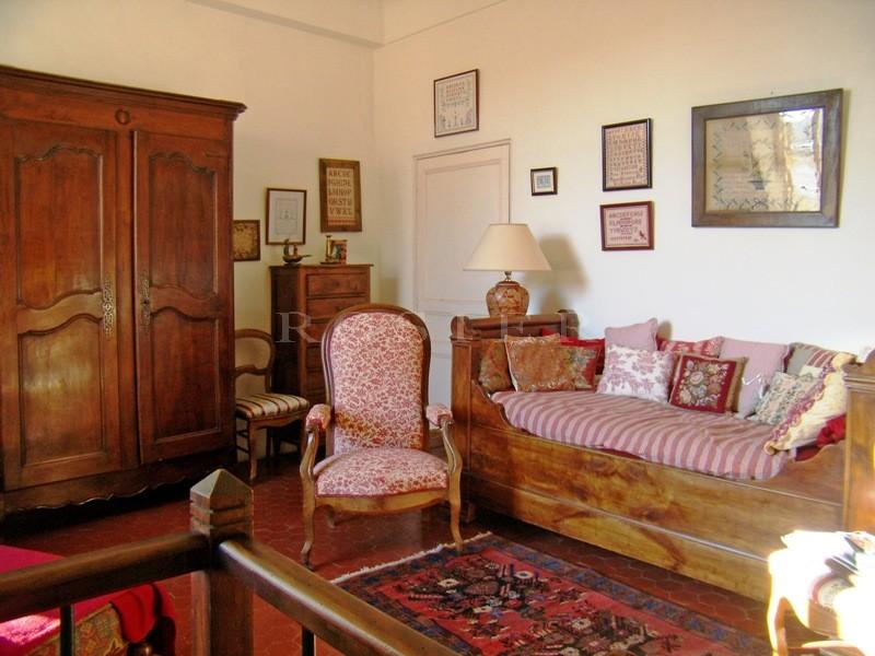 En Luberon,  à vendre, maison de village avec cour et garage