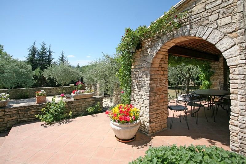 A l'orée d'un village du Luberon, ROSIER propose à la vente cette maison récente avec piscine