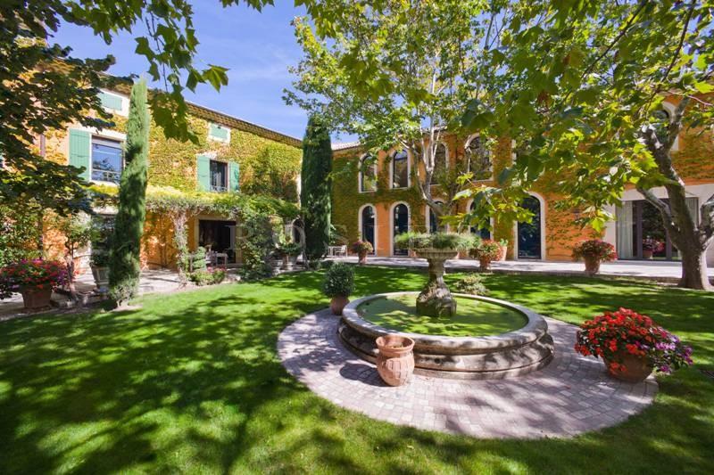 En Drôme Provençale, en vente,  superbe bastide rénovée et agrandie sur 10 hectares avec nombreuses dépendances et équipement de qualité