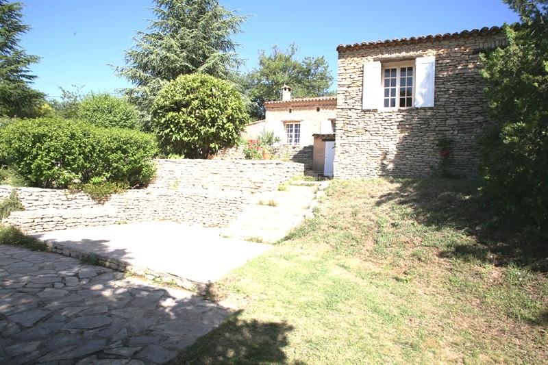 En vente,  maison en pierres avec vues sur le Luberon, nichée au coeur des monts du Vaucluse