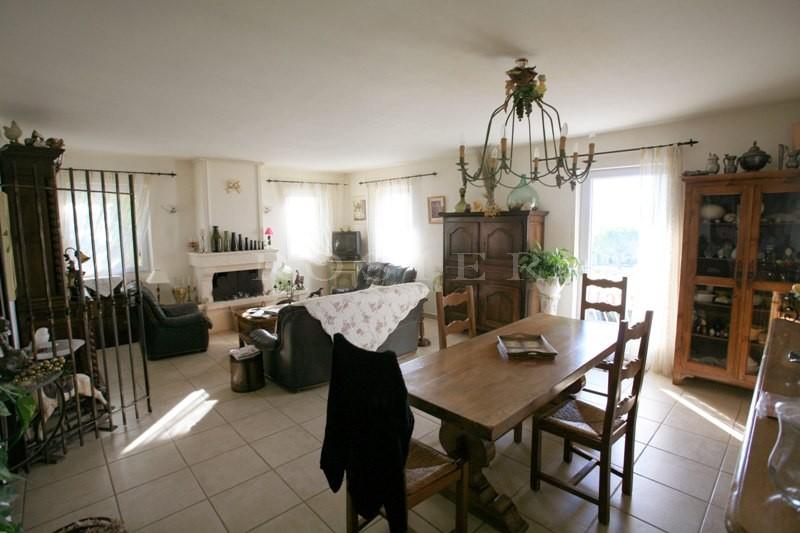 A proximité des villages perchés du Luberon,  à vendre, ensemble rénové avec possibilité d'un hôtel 2 ou 3 étoiles ou chambre d'hôtes