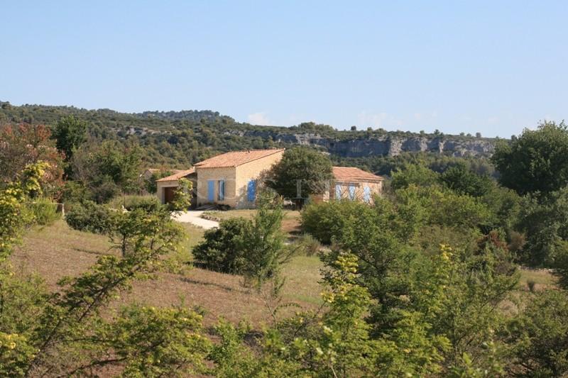 En Luberon, en vente, maison traditionnelle, en position dominante, avec dépendance  sur un parc de 2 hectares complanté d'essences locales
