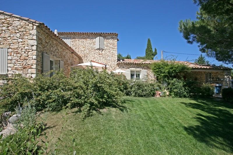 Maison en pierres à vendre à proximité d'un village perché du Luberon
