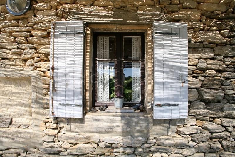 Luberon, à vendre, belle bastide en pierre de pays, dans un lieu paisible à Gordes, avec 7 000 m² de terrain attenant