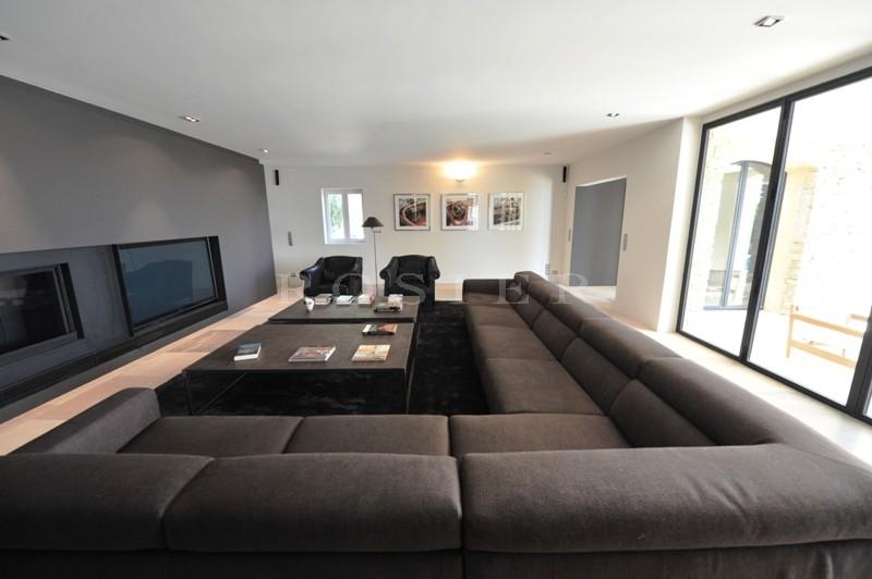 A vendre,  Luberon, à Gordes, propriété contemporaine   aux prestations haut de gamme, avec jardin paysager, piscine et superbe vue