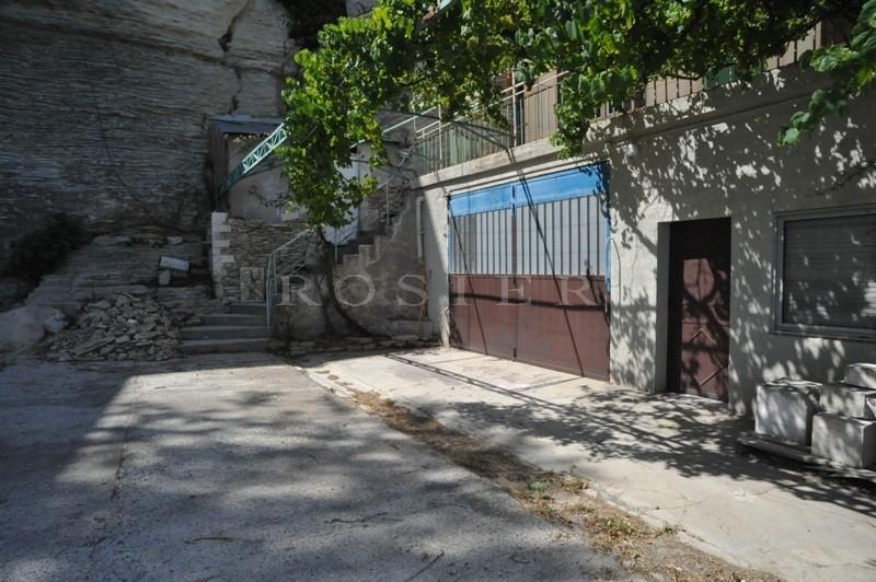 Gordes, au coeur du village, situation exceptionnelle pour cette maison de village à vendre avec travaux de rénovation à prévoir