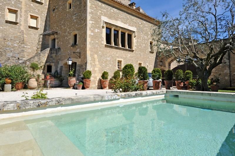 Face au Luberon, à vendre, maison ancienne, en pierres avec jardin, piscine et studio indépendant  et jolies vues dégagées sur la campagne provençale