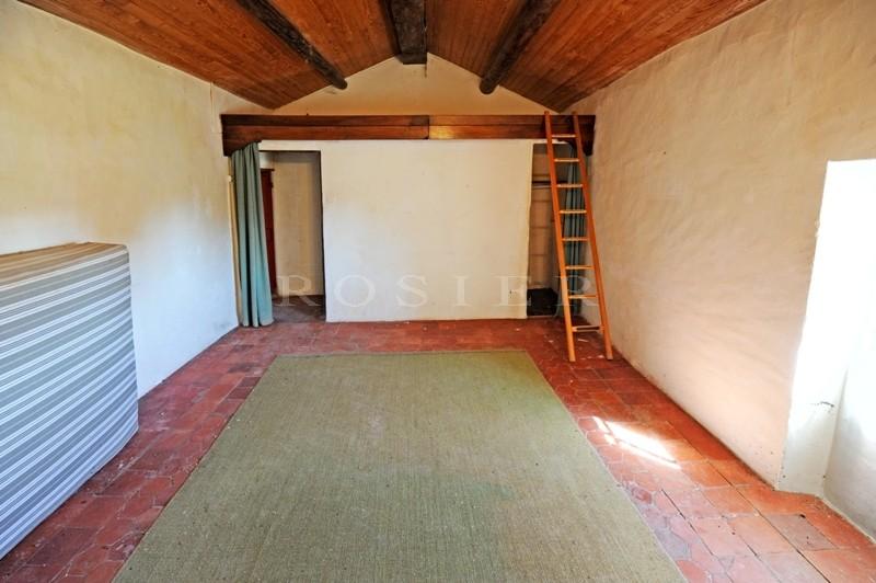 A vendre,  en exclusivité à l'Agence ROSIER de Gordes, très beau mazet à rénover, proche du centre, superbe vue