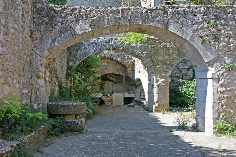Luberon, à vendre, maison bourgeoise au charme d'antan, en pierres,  à rénover dans un de ces beaux villages perchés