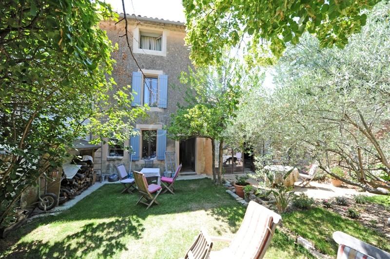 Maison de village avec piscine, proche des villages de Gordes, Joucas et Roussillon