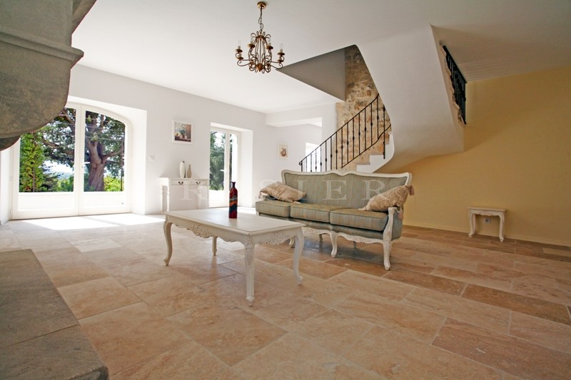 A vendre,  au coeur du triangle d'or du Luberon, mas ancien entièrement restauré avec piscine et superbes vues