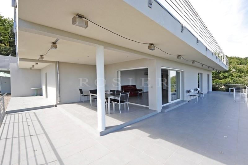 Ventes a vendre proche d 39 avignon maison contemporaine en for Maison piscine a debordement