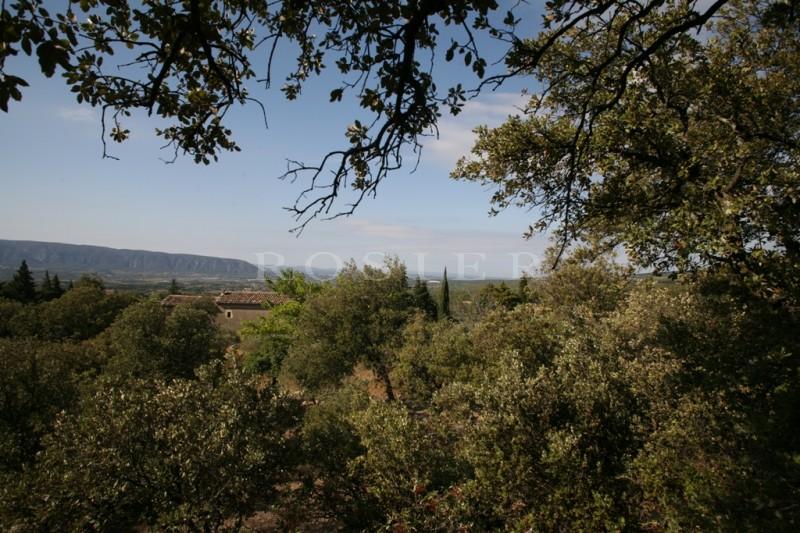 Superbe terrain à bâtir à deux pas du village de Gordes avec vues imprenables sur le Luberon