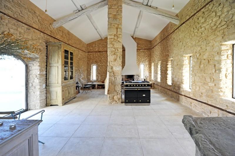 En vente,  très rare ferme fortifiée du XVIème siècle, restaurée, dans les monts du Vaucluse, aux portes du Luberon