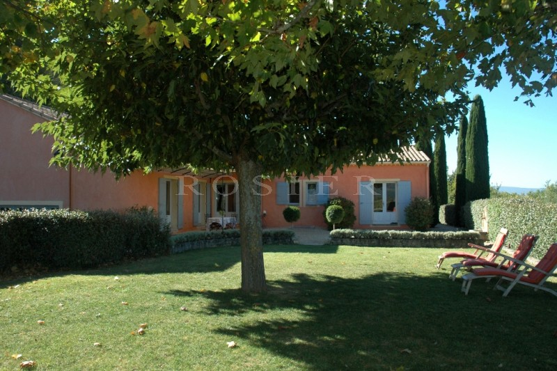 Triangle d'or -  maison récente avec vue panoramique  sur les monts du Vaucluse, le Ventoux et plusieurs villages de la vallée
