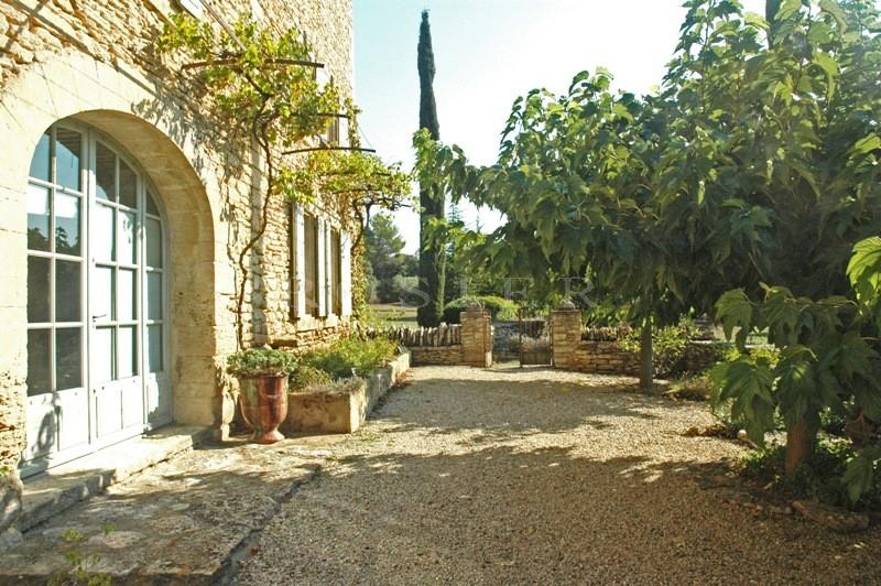 Dans le parc du Luberon, mas entièrement restauré, datant du 18ème siècle.