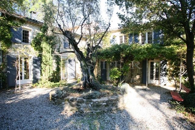 Provence, proche de Vaison la Romaine, à vendre, beau mas ancien restauré, entouré d'un parc de 3 hectares