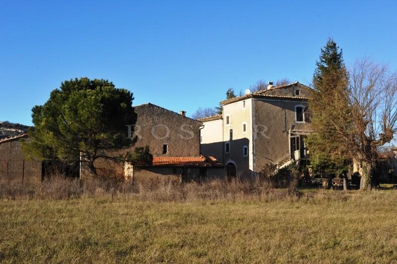 Simiane la Rotonde, à vendre, ancienne ferme avec dépendances et bergerie sur plusieurs hectares de terrain