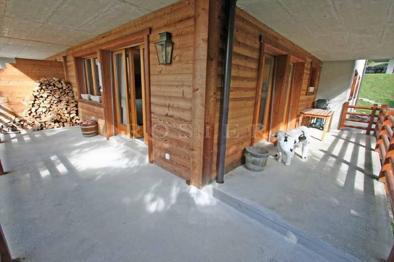Dans les Alpes Suisses, situé à 2h de Genève et 1h30 de Lausanne, au centre de la célèbre station de ski de Verbier, très bel appartement à vendre,  de 130 m² avec terrasses et vues.
