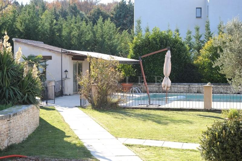 Maison à vendre en Luberon, sur les hauteurs, offrant de belles vues sur la Provence, le Luberon, Gordes et Roussillon, avec piscine et terrain.