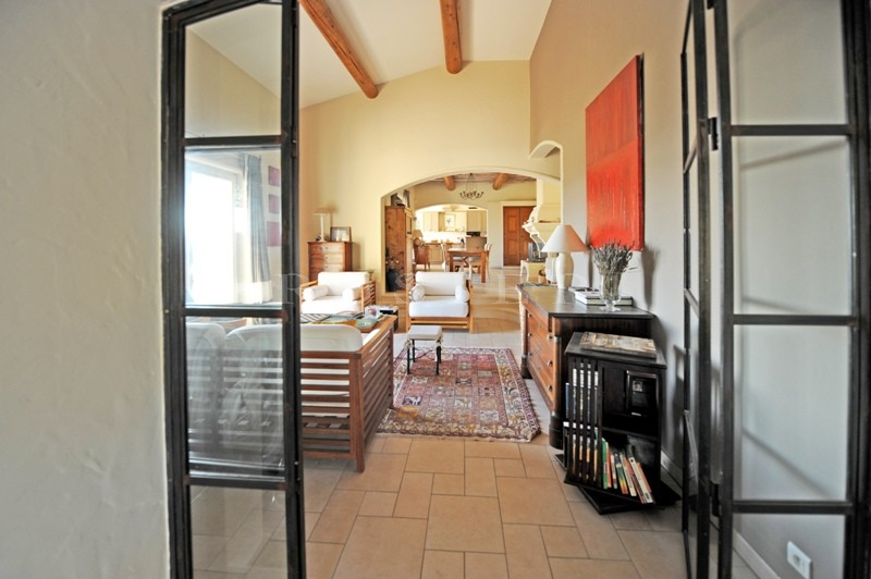 Gordes - Propriété de Famille sur plus de 8 000 m² de terrain et offrant des vues sur la vallée, le Luberon, et les Monts de Vaucluse