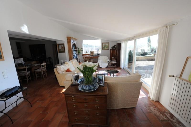 Luberon, à proximité de la ville d'Apt et des villages perchés, à vendre maison du XVIIIème siècle avec une superbe vue sur presque 7000 m² de terrain