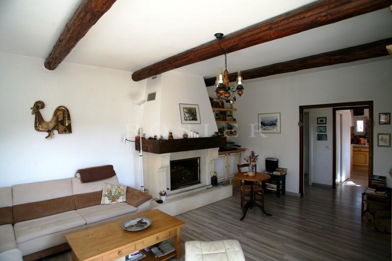 Proche de Gordes, agréable maison en pierres avec piscine et terrain clos