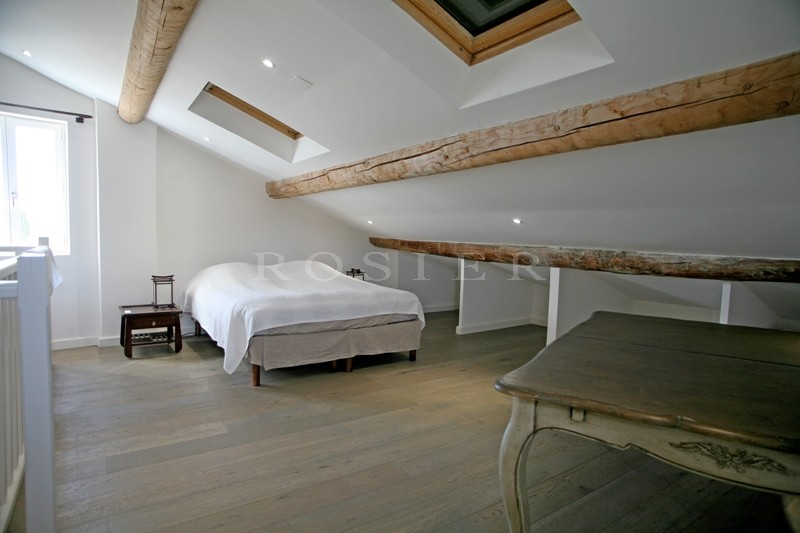 Luberon, à vendre, maison de 5 chambres, en coeur de village avec jardin et piscine