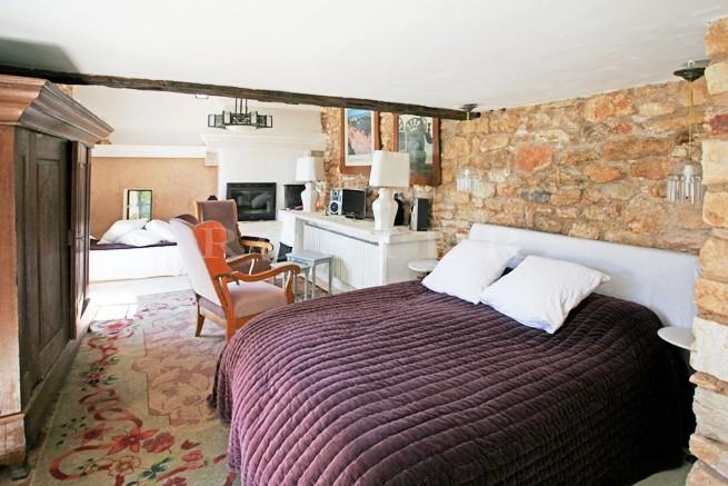 Maison à vendre en Luberon, dans un des plus beaux villages perchés, avec nombreuses terrasses et vues exceptionnelles