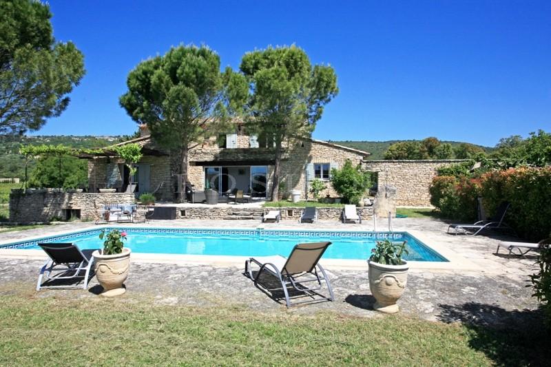 Ventes a vendre en luberon vaste maison en pierres avec for Camping dans le luberon avec piscine