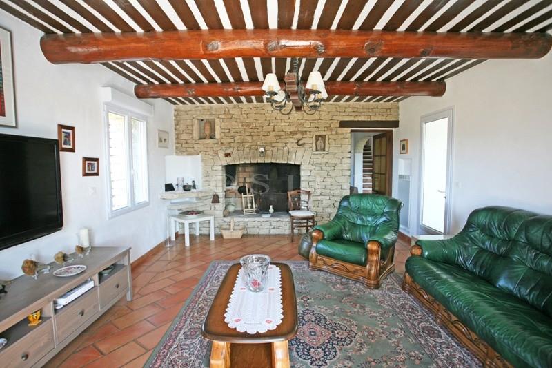 A vendre en Luberon,   vaste maison en pierres avec gîtes, proche de Gordes, exposée plein sud avec piscine, terrasses et de très belles vues