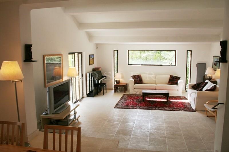 En Provence, Luberon, Gordes,  au calme, très belle propriété avec piscine et tennis, à vendre en exclusivité