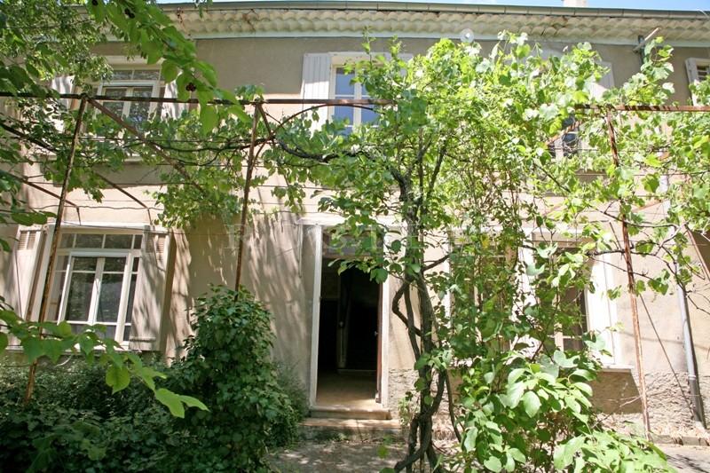 En vente,  à Apt, maison de maître à rénover, avec jardin dans un quartier calme, à proximité des commerces