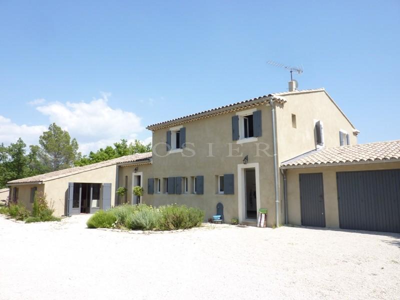 En Provence,  Luberon, à vendre, maison à l'architecture contemporaine,  avec grand jardin et piscine