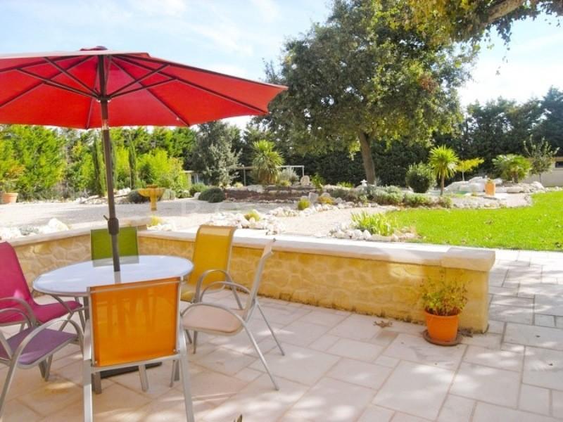 Entre Avignon et Luberon,  à vendre, mas du XVIIIème siècle avec un grand jardin,  terrasse et piscine