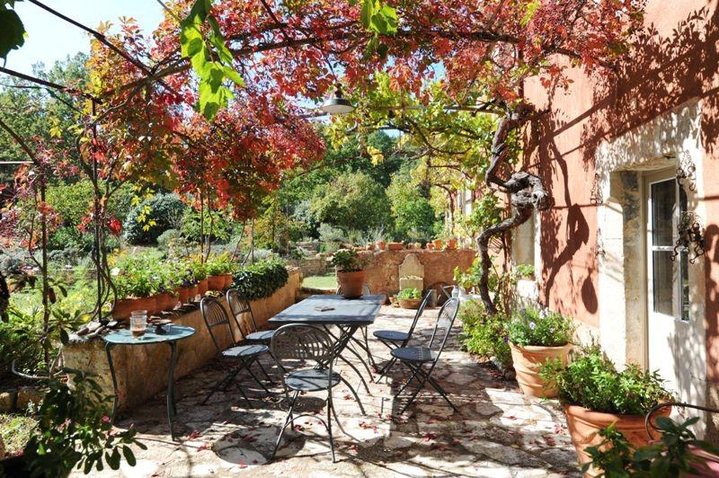 A vendre à l'agence ROSIER, mas de charme dans un parc arboré de 1,4 hectare,  avec dépendance et piscine