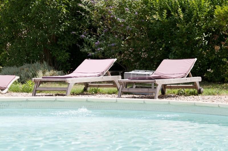 A vendre en Luberon, domaine d'environ 400 m² avec 2 piscines sur 2 hectares