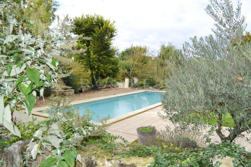 A vendre dans le Comtat Venaissin,  propriété composée d'une bergerie rénovée, d'un mazet et d'une maison d'amis,  sur un parc de 9 000 m² avec piscine
