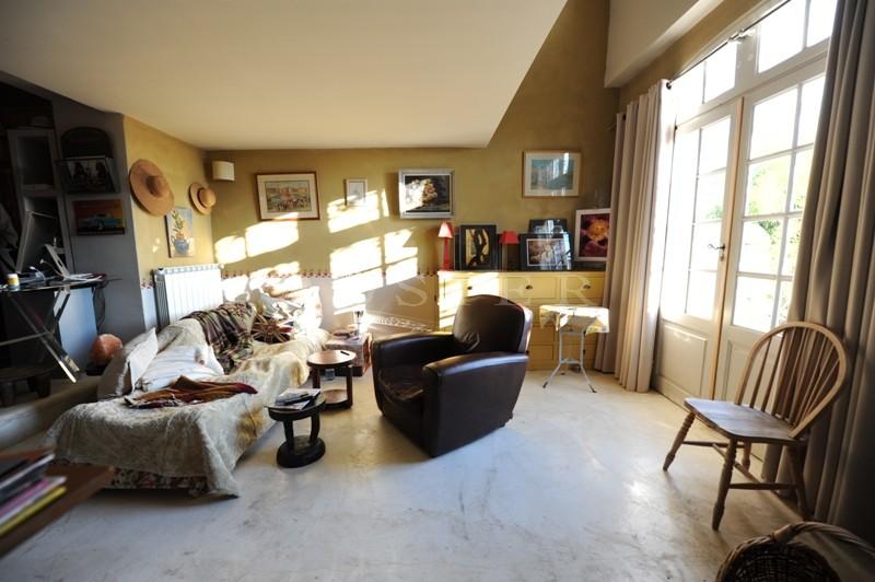 En vente en Provence, en Luberon,  charmante maison ancienne, en pierres, agrémentée d'un jardin paysager et offrant une belle vue sur le Luberon
