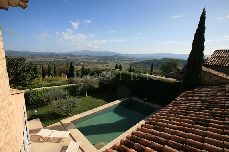 A deux pas du prestigieux  village de Gordes,  maison à vendre avec jardin, piscine et vue époustouflante