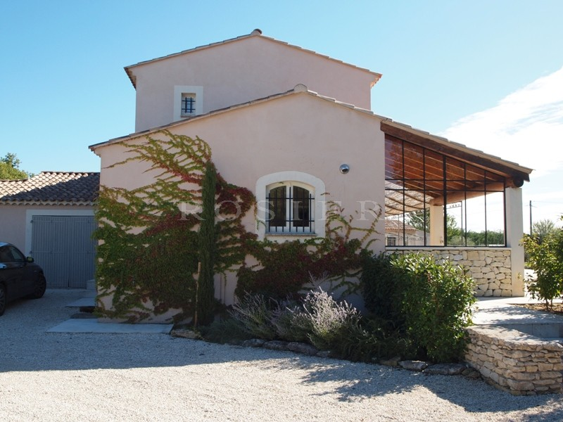 Ventes proche du village perch de lacoste vendre for Terrasse avec piscine contemporaine