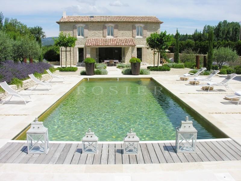 A proximité de Gordes en Luberon,  à vendre, très belle maison contemporaine, revêtue de pierres sèches de Gordes,  avec piscine, pool house, terrasse et vue sur le Luberon