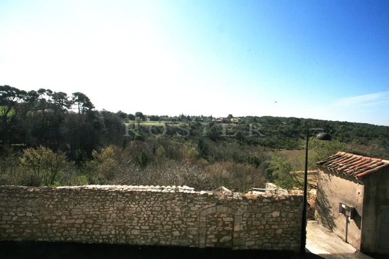 Dans un village du Luberon, à vendre,  maison de village en pierres, idéale comme pied à terre en Provence