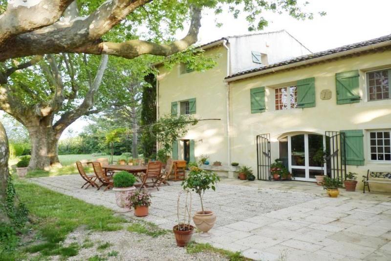 A vendre dans la campagne des Pays des Sorgues,  mas provençal du XIXème restauré,  avec jardin d'hiver, piscine et parc de 6 500 m²