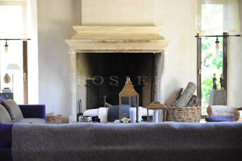 Elégante propriété de charme  sur 5,7 hectares  au coeur du triangle d'or du Luberon.
