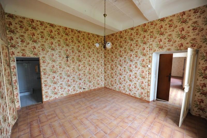 A vendre, en Luberon,  maison de village à rénover avec beau potentiel