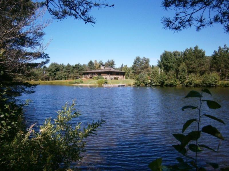 Canada, Laurentides, à vendre,  authentique chalet canadien avec maison d'amis et  2 lacs dans un décor naturel inoubliable