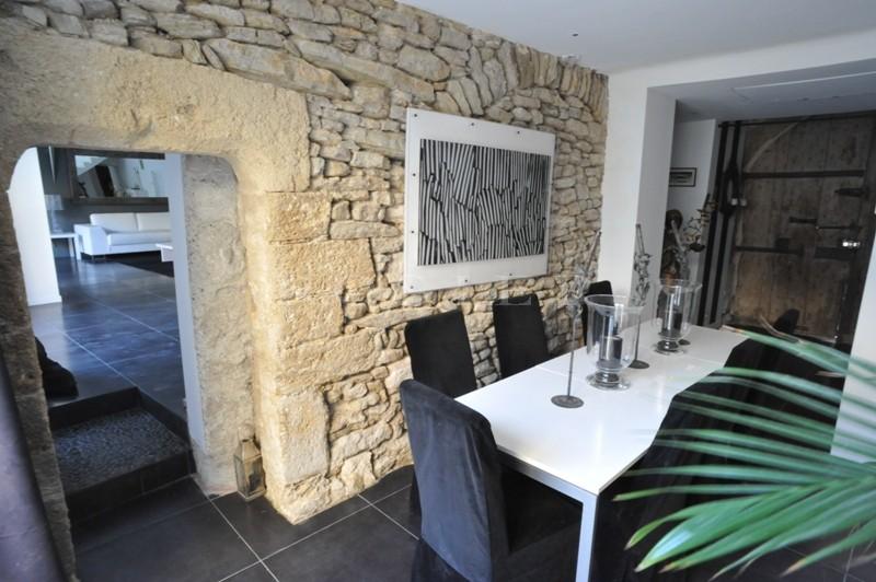 Provence, dans la ville des Antiquaires, l'Isle sur la Sorgue,  à vendre, maison entièrement rénovée,  avec jardin et piscine